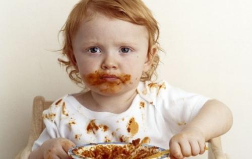 enlever les tâches de ses vêtements enfant sauce tomate