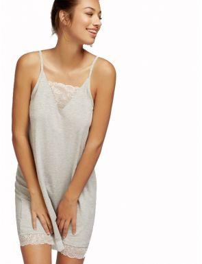 Chemise de nuit lisse avec détail en dentelle Gisela